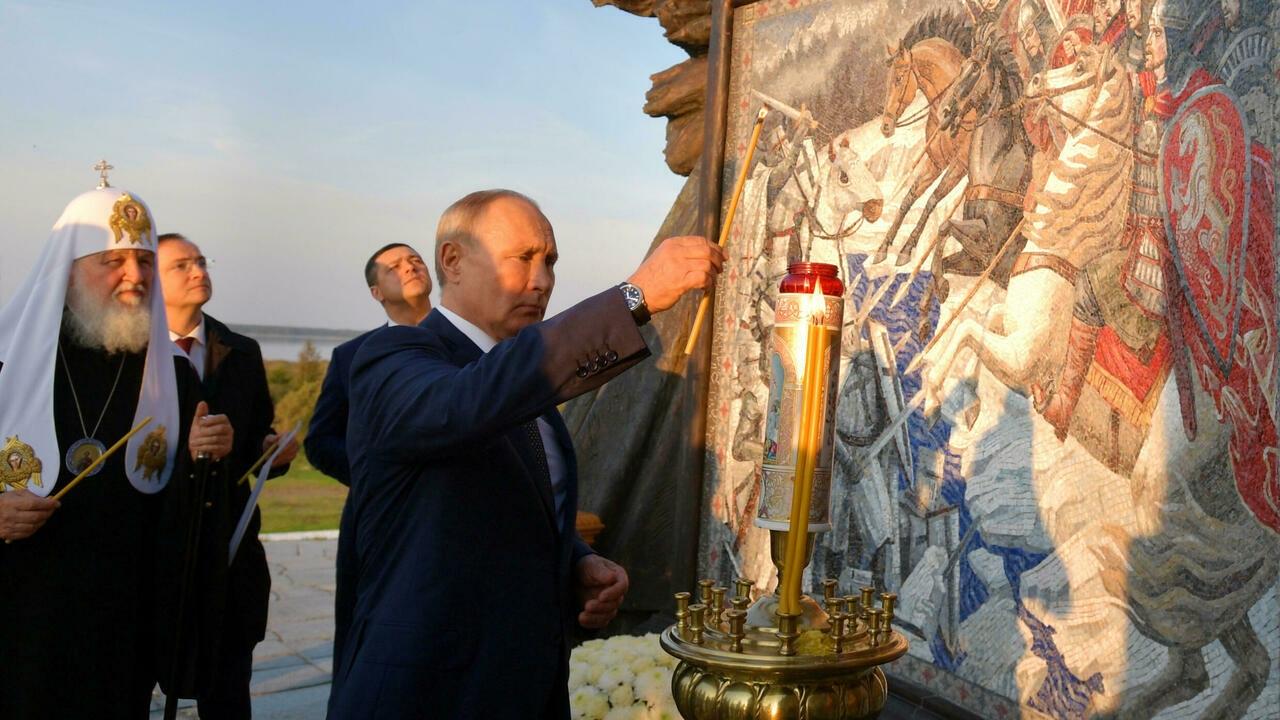بوتين يزيح الستار عن نصب تذكاري لأمير روسي