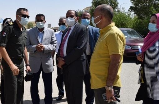 رئيس جامعة بنى سويف يتفقد موقع الجامعة الأهلية الجديدة   صور