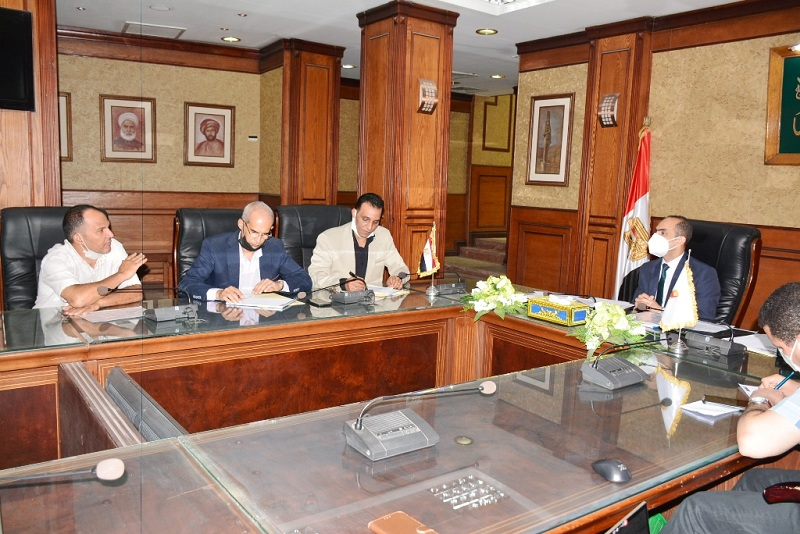 نائب محافظ سوهاج يعقد اجتماعًا مع لجنة استرداد أراضي أملاك الدولة |صور