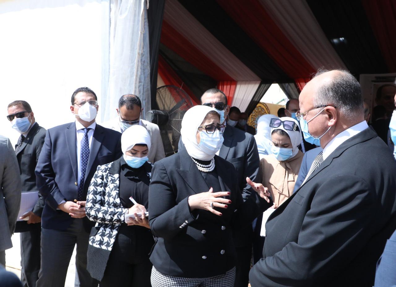 وزيرة الصحة ومحافظ القاهرة يتفقدان أعمال إنشاء مستشفى بولاق أبو العلا العام