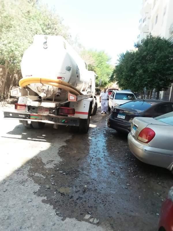 لجنة بيئية تعاين أماكن طفح مياه الصرف الصحي