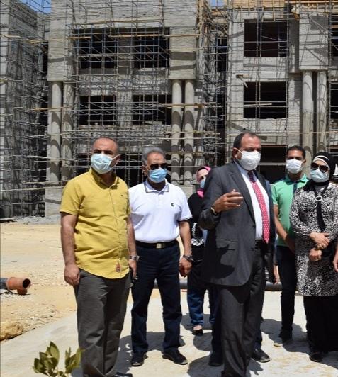 رئيس جامعة بنى سويف يتفقد موقع الجامعة الأهلية الجديدة