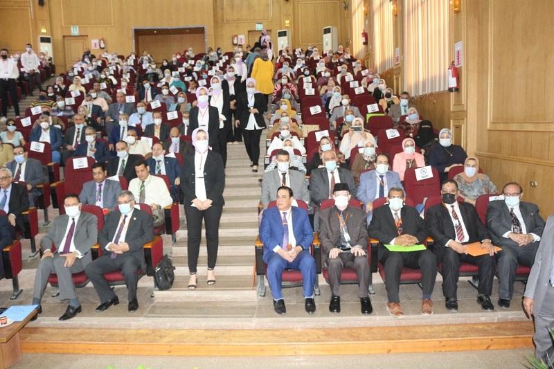 افتتاح مؤتمر توافق التعليم والبحث العلمي البيطري بجامعة المنصورة