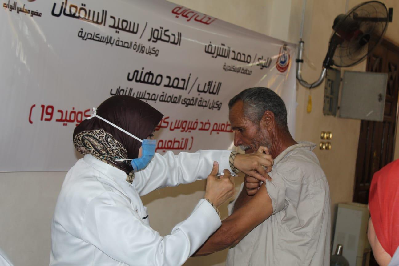 مهنى والسقعان يشهدان انطلاق حملة التطعيم ضد فيروس كورونا المستجد بالرمل