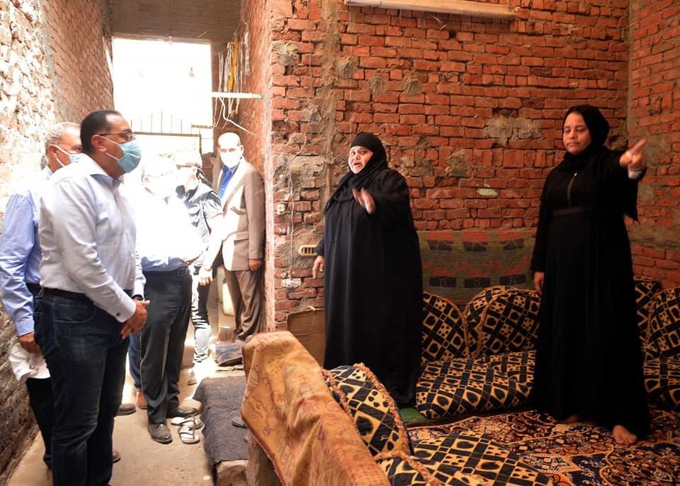 مشروعات  حياة كريمة  رئيس الوزراء يتفقد إنشاء مجمع خدمي ومركز شباب نوى بالقليوبية صور