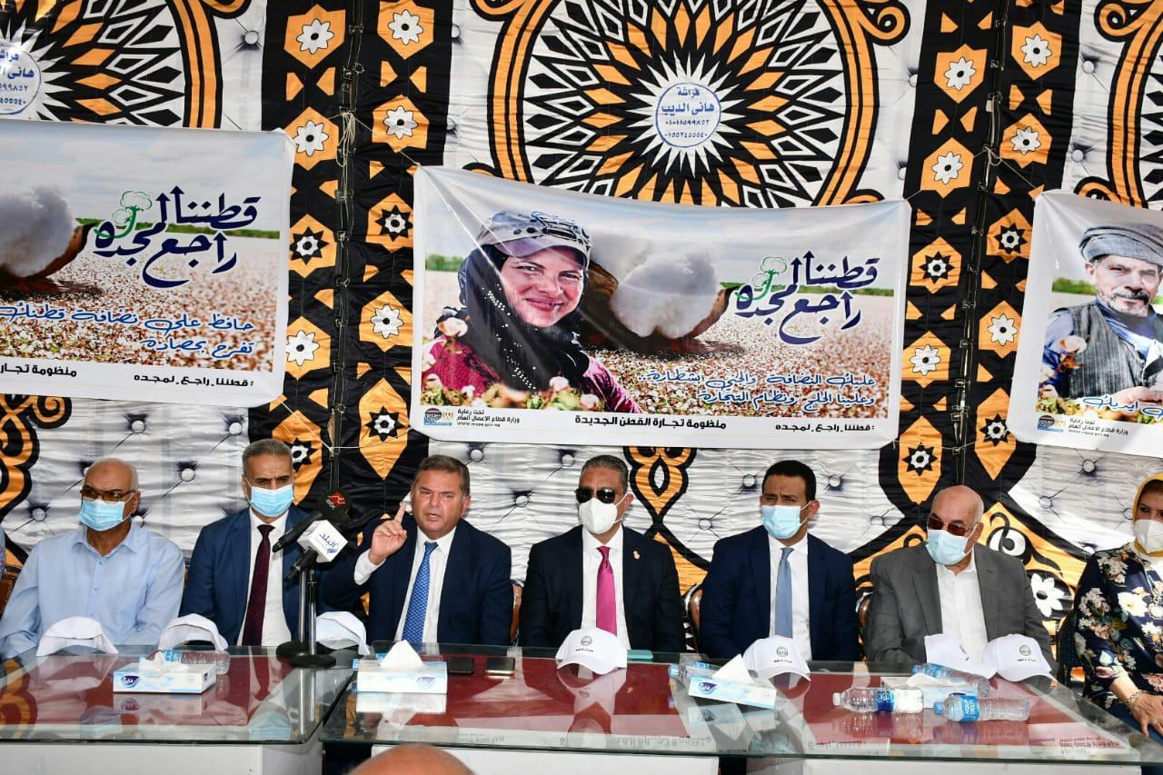 وزير قطاع الأعمال نعمل على أن تكون مصر أكبر مركز لتجارة الأقطان بالشرق الأوسط |صور