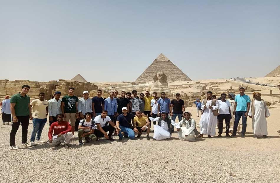 أهرامات الجيزة تستضيف  شاب وفتاة من المشاركين ببرنامج ;أمل مصر لأبناء المحافظات الحدودية;
