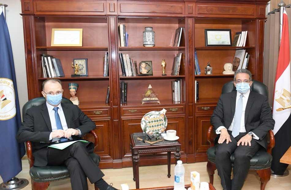 العناني يلتقي سفير دولة بلغاريا بالقاهرة لمناقشة سبل تعزيز التعاون في مجال السياحة والآثار
