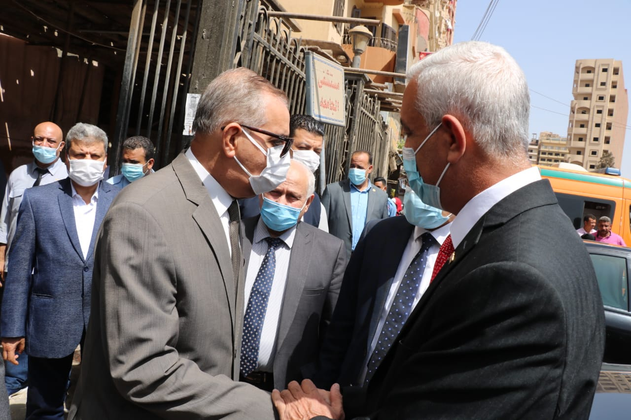 رئيس جامعة المنوفية ومحافظا المنوفية وكفر الشيخ خلال الزيارة