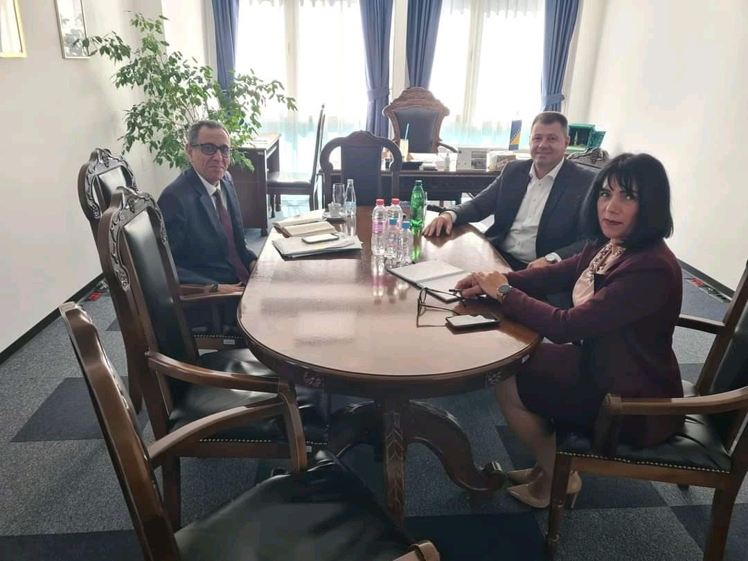 السفير ياسر سرور يبحث مع رئيس غرفة التجارة تعزيز التبادل التجاري بين البلدين