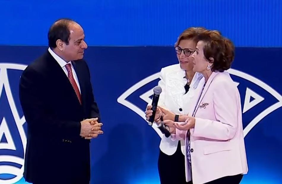 والدة المنسقة المقيمة للأمم المتحدة فى مصر لـ;الرئيس السيسي; نتمنى أن تكون قدوة لرؤسائنا العرب