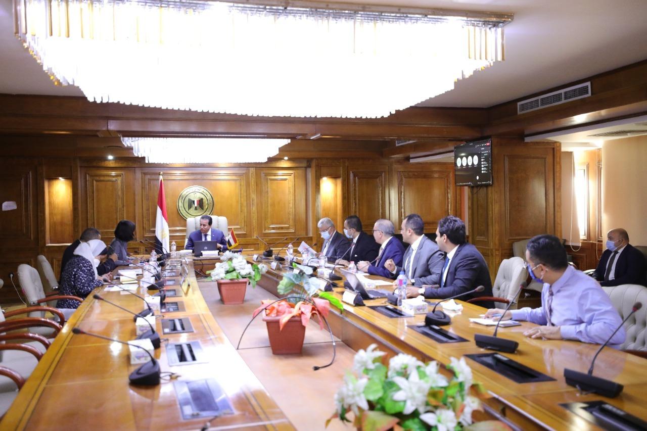 وزير التعليم العالي يستقبل المدير الإقليمي للتنمية البشرية بالبنك الدولي
