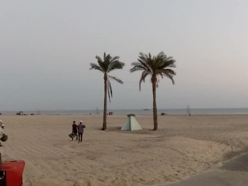 حملة نظافة في شاطئ جمصة للحفاظ على المظهر اللائق