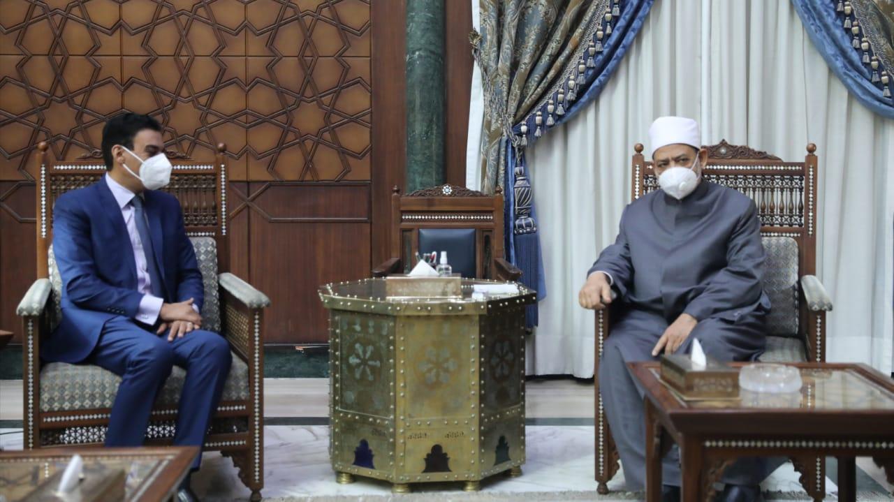 شيخ الأزهر يناقش مع سفير مصر بغينيا الاستوائية إنشاء مركز لتعليم اللغة العربية