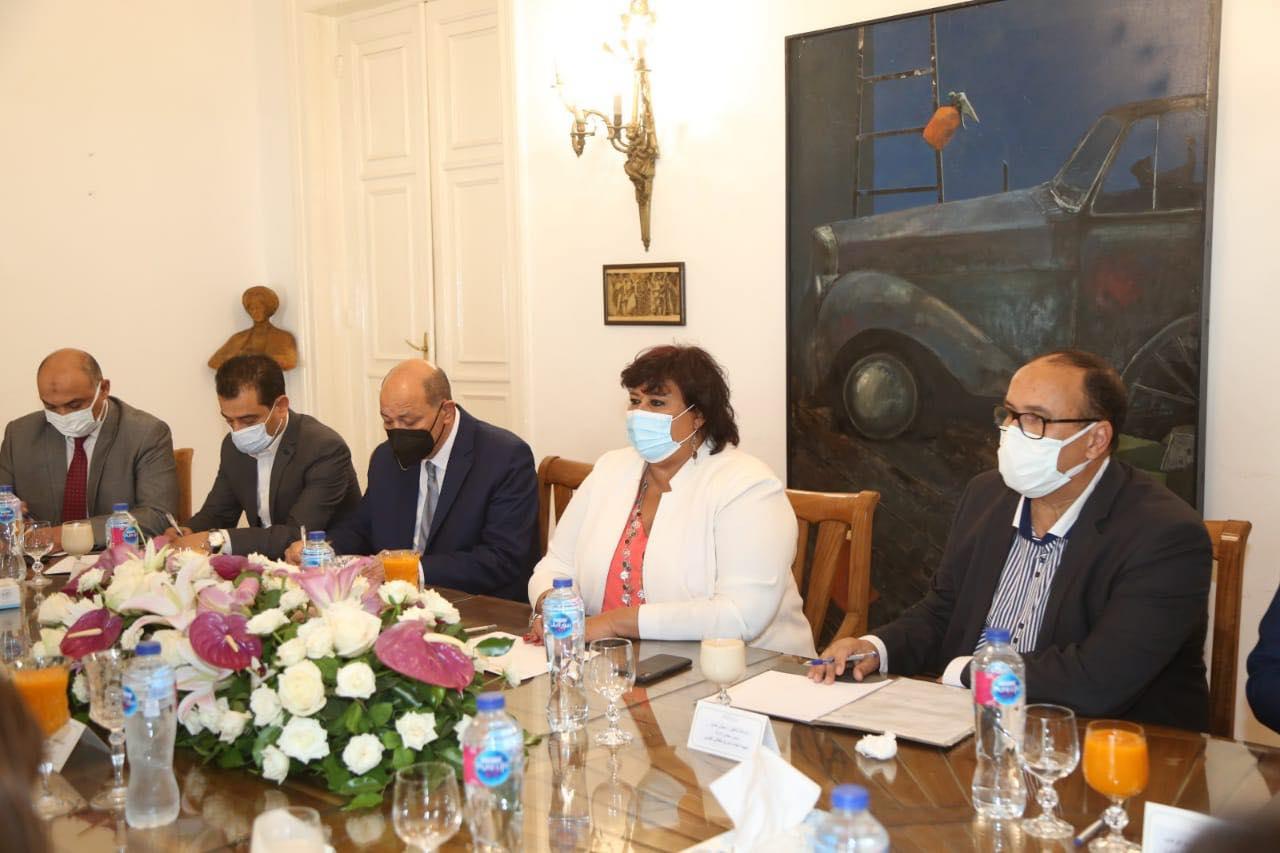 وزيرا السياحة والآثار والثقافة يبحثان وضع إستراتيجية للترويج السياحي والثقافي لمصر