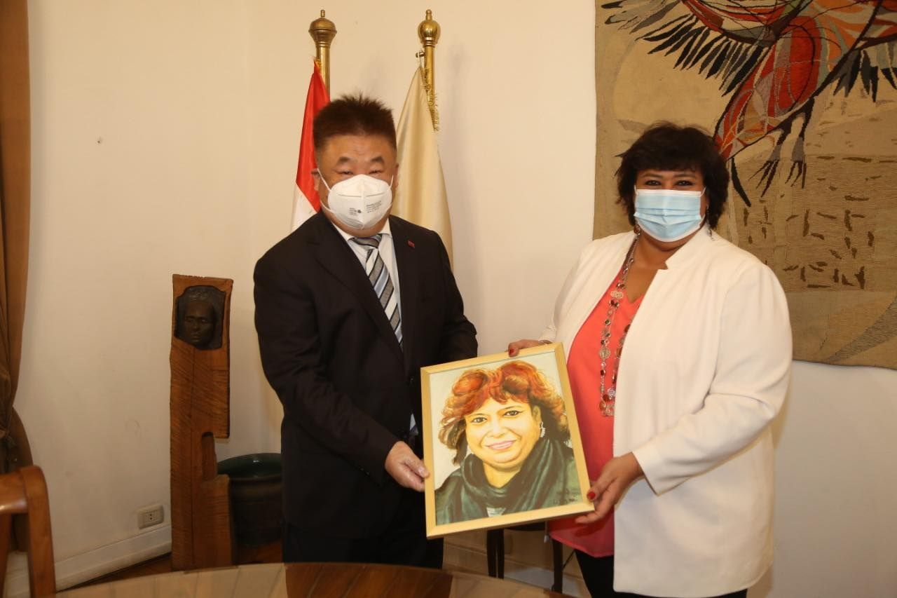 وزيرة الثقافة تودع المستشار الثقافي الصيني بالقاهرة