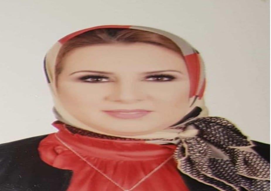 الدكتورة نشوي محمد نبيل الشافعي رئيس قسم الملابس الجاهزة بكلية الفنون التطبيقية بجامعة دمياط