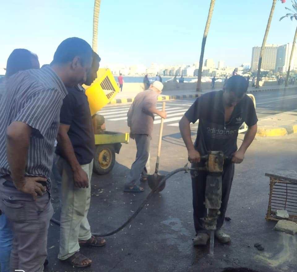 هبوط أرضى في حي الجمرك وسط الإسكندرية