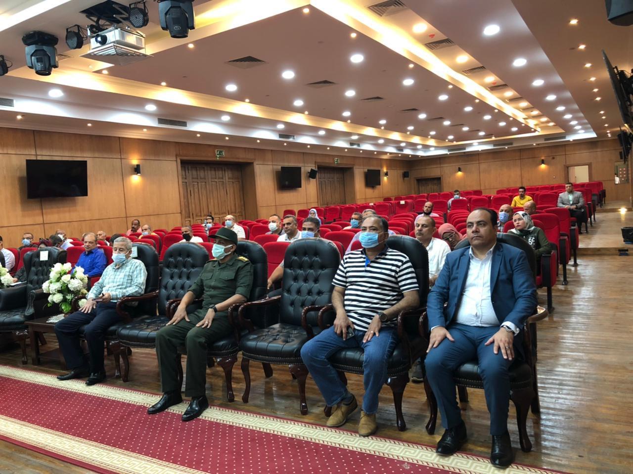 الاجتماع الموسع الذي عقده محافظ بورسعيد