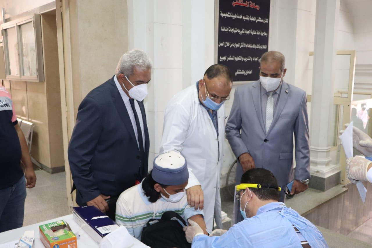 رئيس جامعة الأزهر يتفقد نقاط التطعيم بلقاح كورونا بقطاع كليات الدراسة