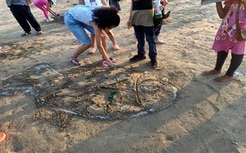مكتبة-مصر-تنظم-ورشة-عمل-للرسم-على-الرمال-في-رأس-البر-لطلبة-المدارس- -صور-