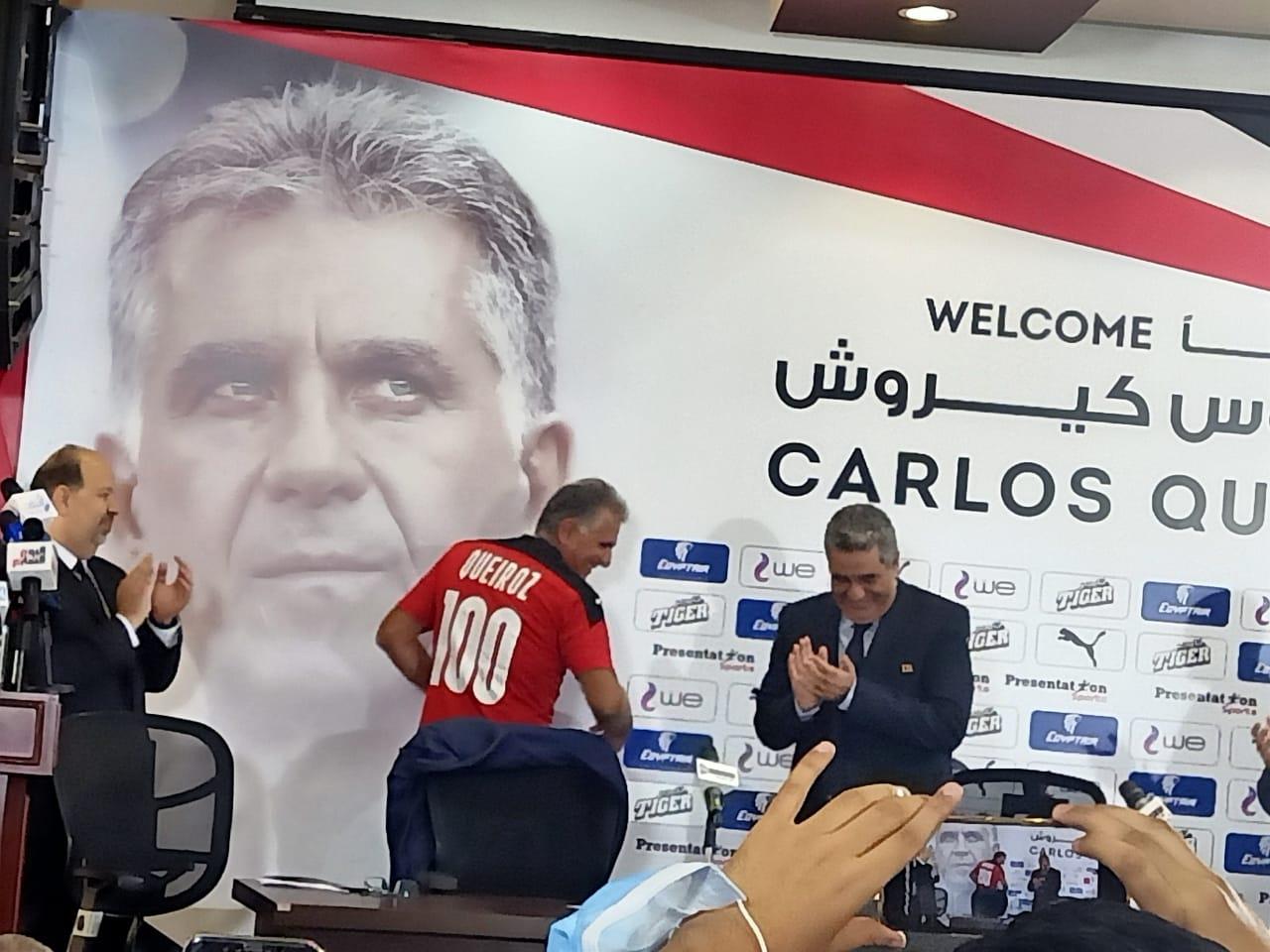 اتحاد الكرة يقدم البرتغالي كارلوس كيروش بقميص منتخب مصر