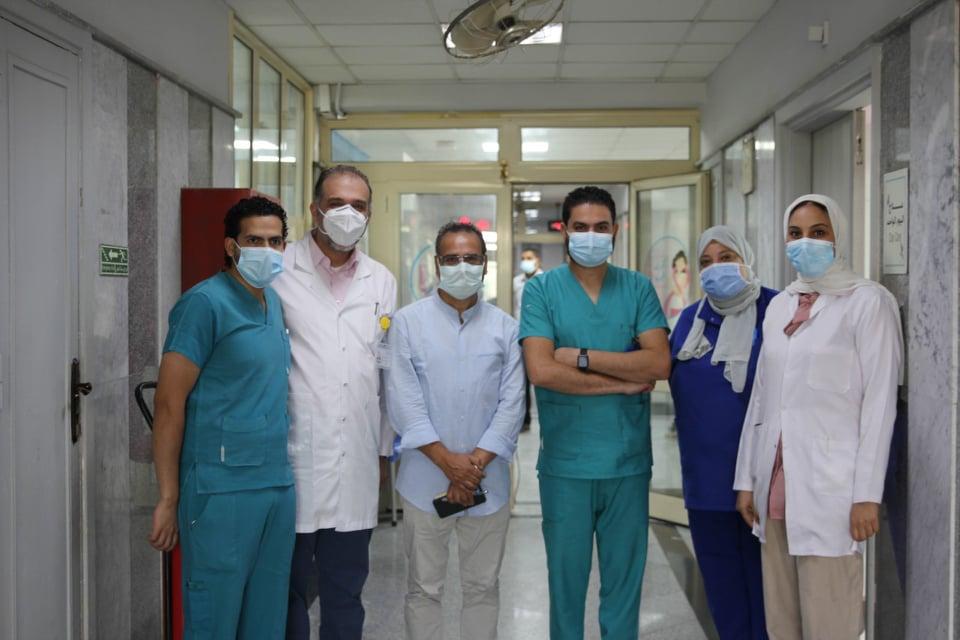 جابر القرموطي يدعم مستشفى الثدي بالمعهد القومي للأورام |صور