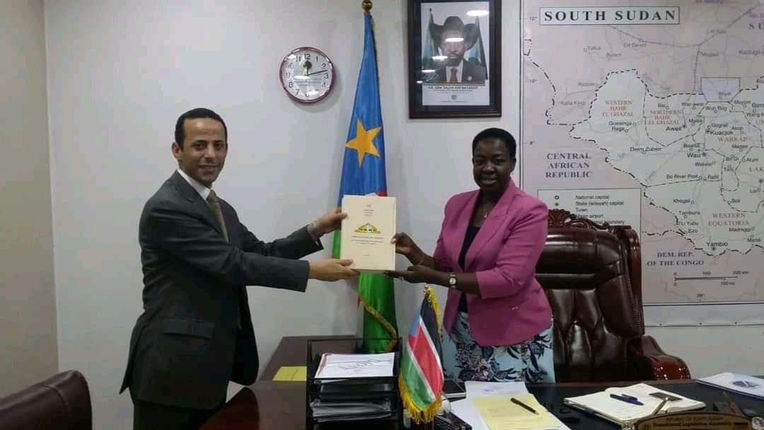 ;قدح; يناقش مع رئيسة المجلس التشريعي بجنوب السودان مقترح إنشاء مجموعة صداقة  صور