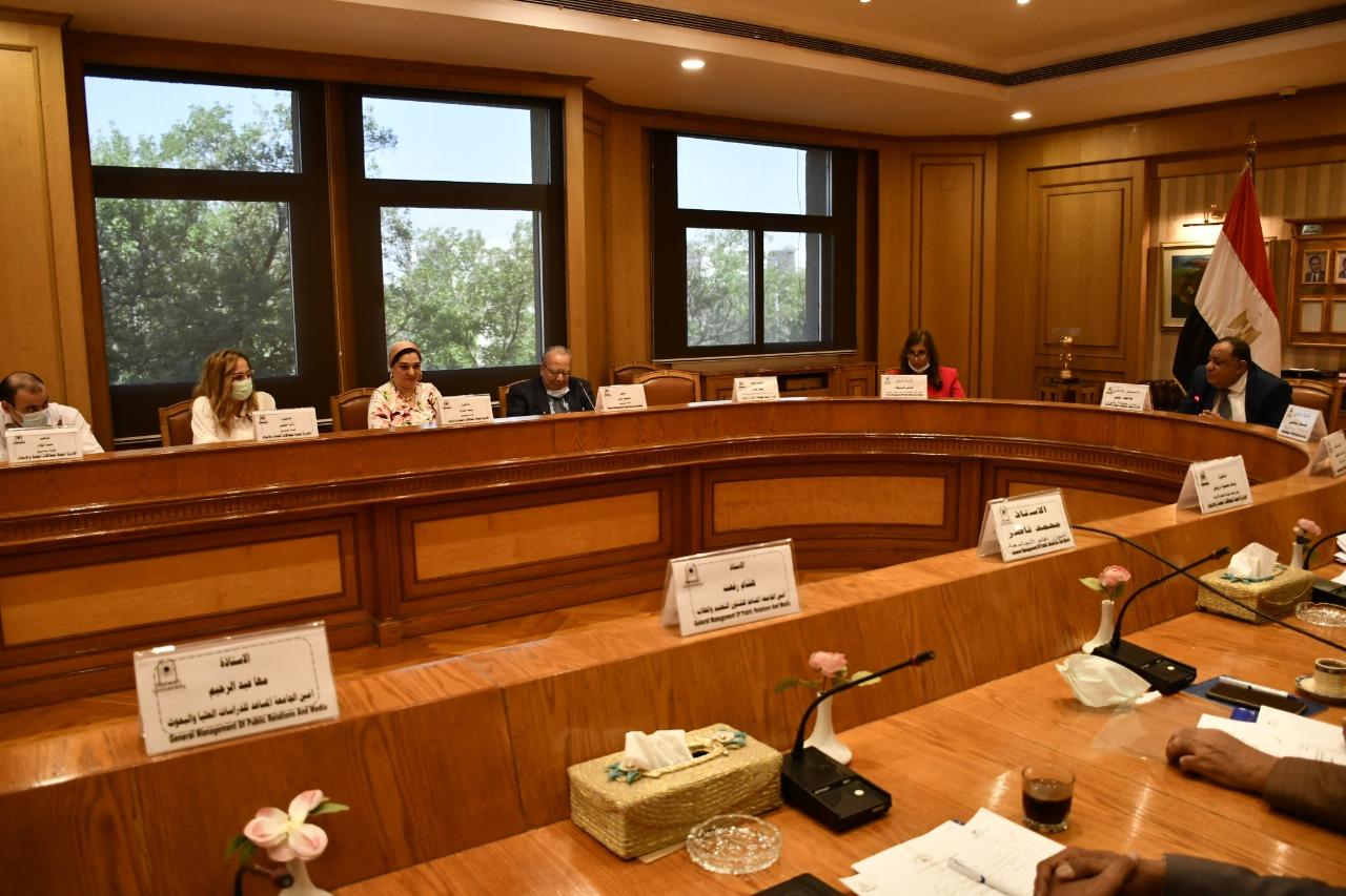 منح شهادة الأيزو في جودة النظم الإدارية لجامعة حلوان