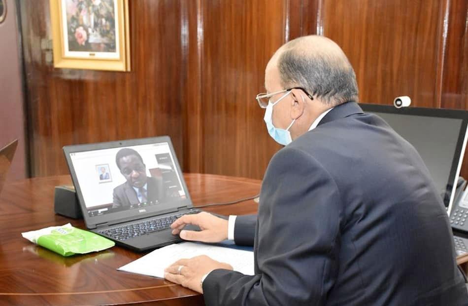 وزير التنمية المحلية يعقد اجتماعاً مع رئيس اتحاد مجالس ومدن الكاميرون