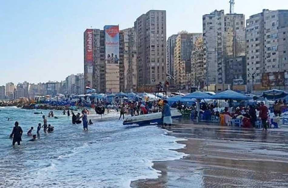 مصايف الإسكندرية اضطراب في حالة البحر و شواطئ آمنة للسباحة | صور