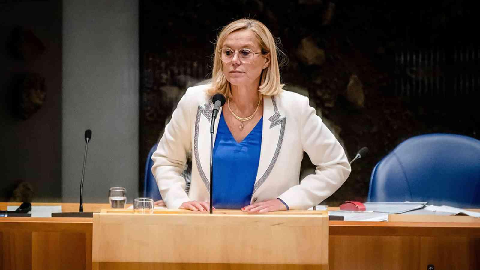 استقالة وزيرة الدفاع الهولندية على خلفية فوضى عمليات الإجلاء من أفغانستان