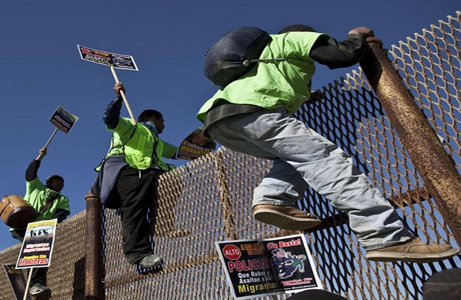 محكمة فيدرالية تحكم بإنهاء سياسة الإدارة الأمريكية في إرجاع المهاجرين غير الشرعيين إلى المكسيك