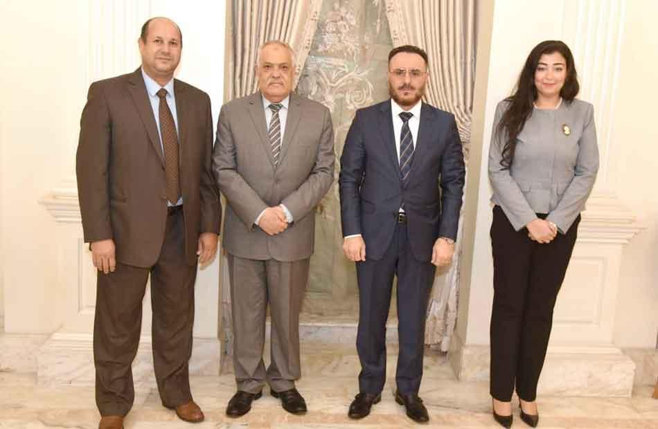 التراس خلال استقباله وزيري التجارة والصناعة الليبين