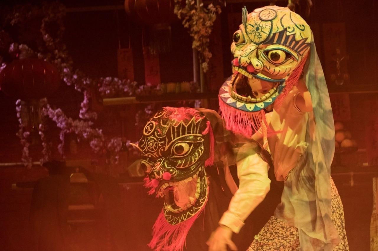 الأنسة جولي  تحتفل برأس السنة الصينية  أون لاين