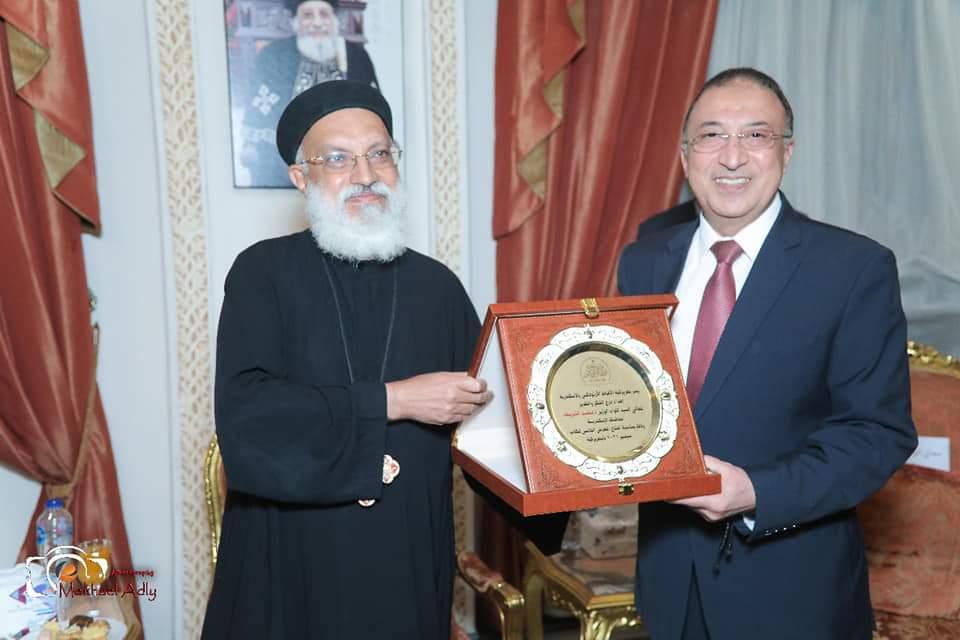 الكنيسة تكرم محافظ الإسكندرية
