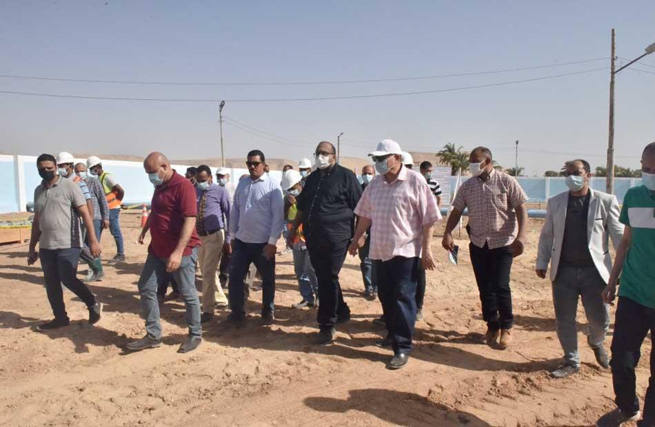 محافظ أسيوط يتفقد مشروع إحلال وتجديد خطوط المياه بقرية الحبايشة صور