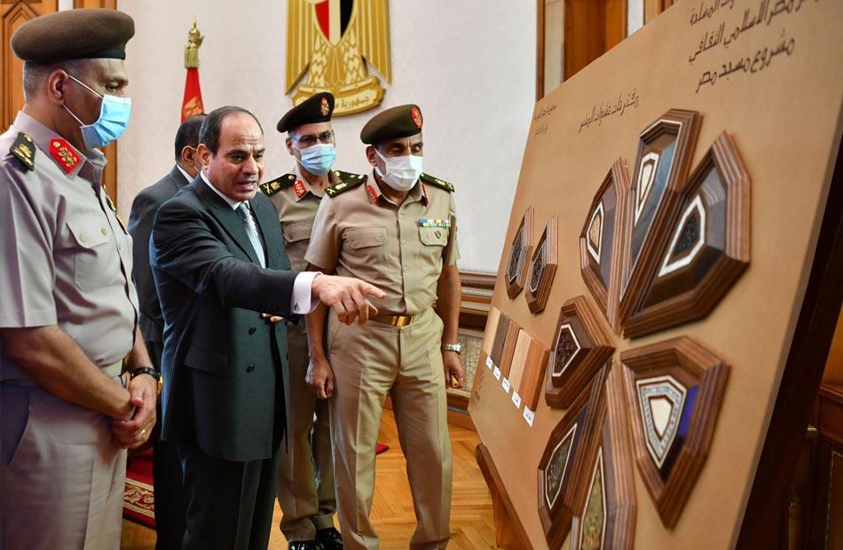 الرئيس السيسي يطلع علي الموقف التنفيذى بمقر القيادة الإستراتيجية وتصميمات مبنى مسجد مصر بالعاصمة الإدارية