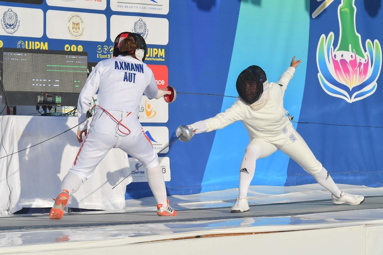 روسيا تتصدر منافسات السباحة والسلاح ببطولة العالم للخماسي للشابات