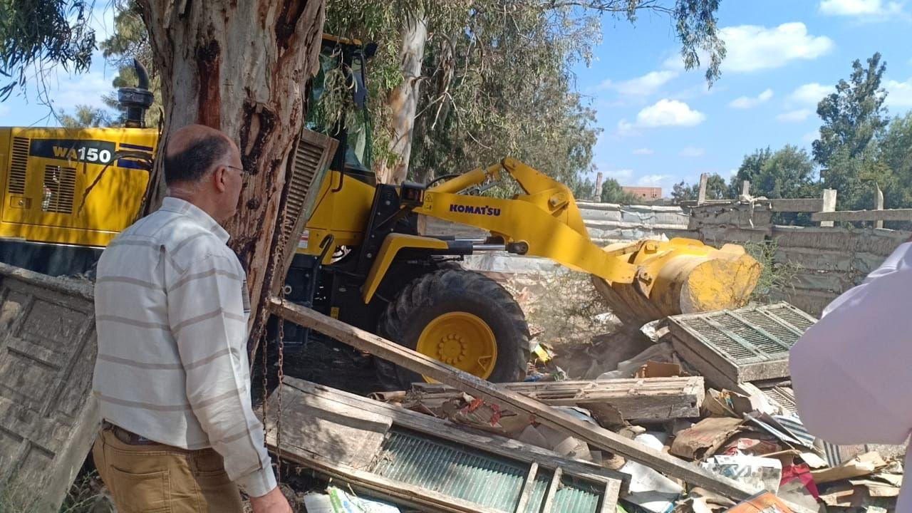 إزالة  حالة تعدٍ على أملاك الدولة ضمن الموجة الـ  في بيلا بكفرالشيخ   صور