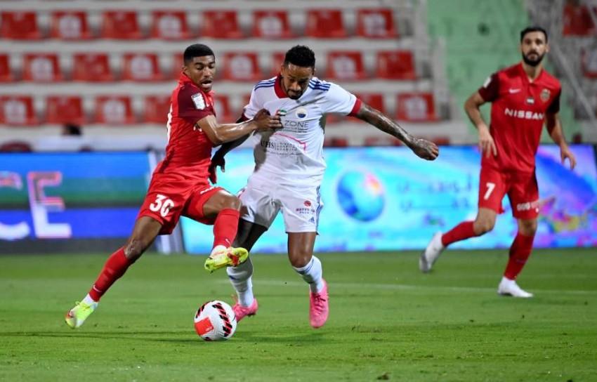 شباب الأهلي يخطف الفوز من الشارقة في اللحظات الأخيرة بقمة الدوري الإماراتي