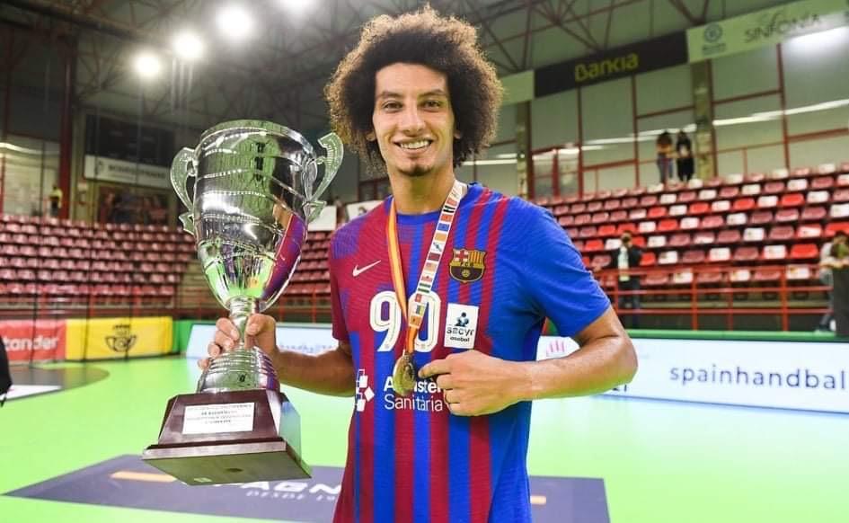 علي زين يقود برشلونة للفوز على ناڤا بالونمانو في الدوري الإسباني لكرة اليد