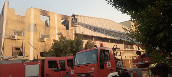 السيطرة على حريق مصنع الزجاج
