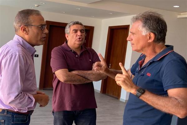 قبل مواجهتي ليبيا بتصفيات المونديال لماذا غادر ;كيروش; القاهرة ومتى يعود؟