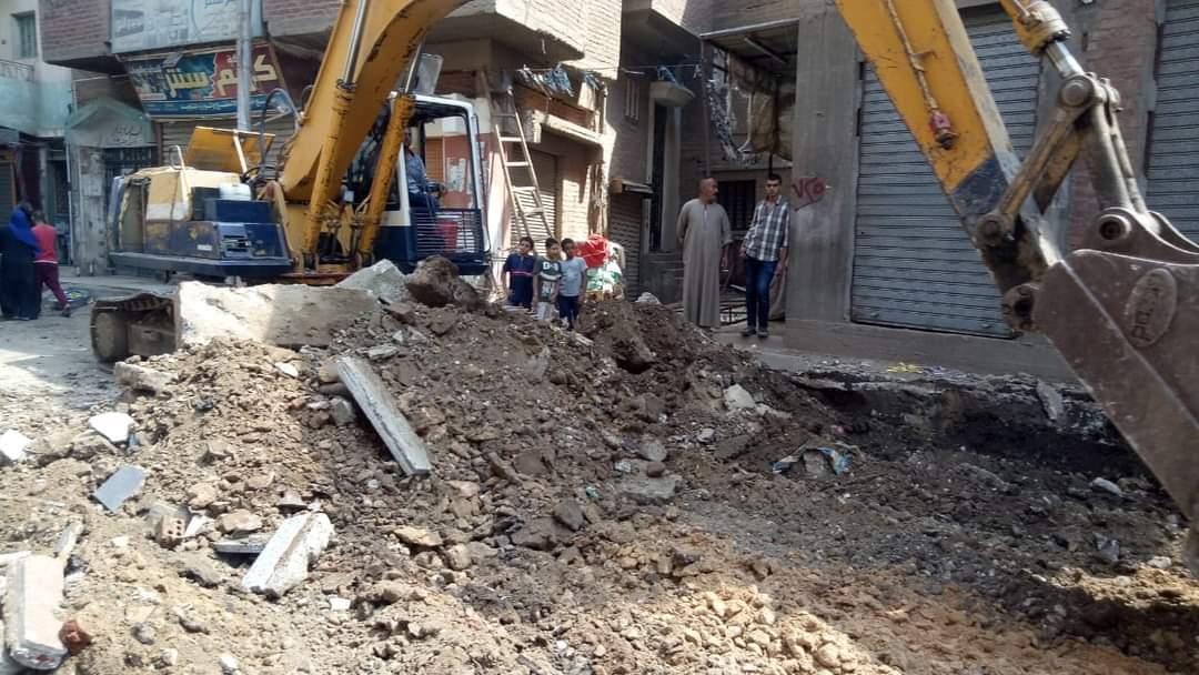 بدء أعمال قطع الفرمة بشارع محمد محسن حمد بأشمون