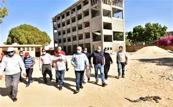 محافظ-الأقصر-يتفقد-نسب-تنفيذ-الأعمال-بالمجمع-الحكومي-الخدمي-بقرية-الدير-|-صور