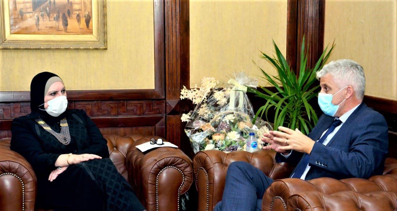 وزيرة التجارة تبحث مع شركة ;PVH; الأمريكية ضخ استثمارات جديدة في مصر
