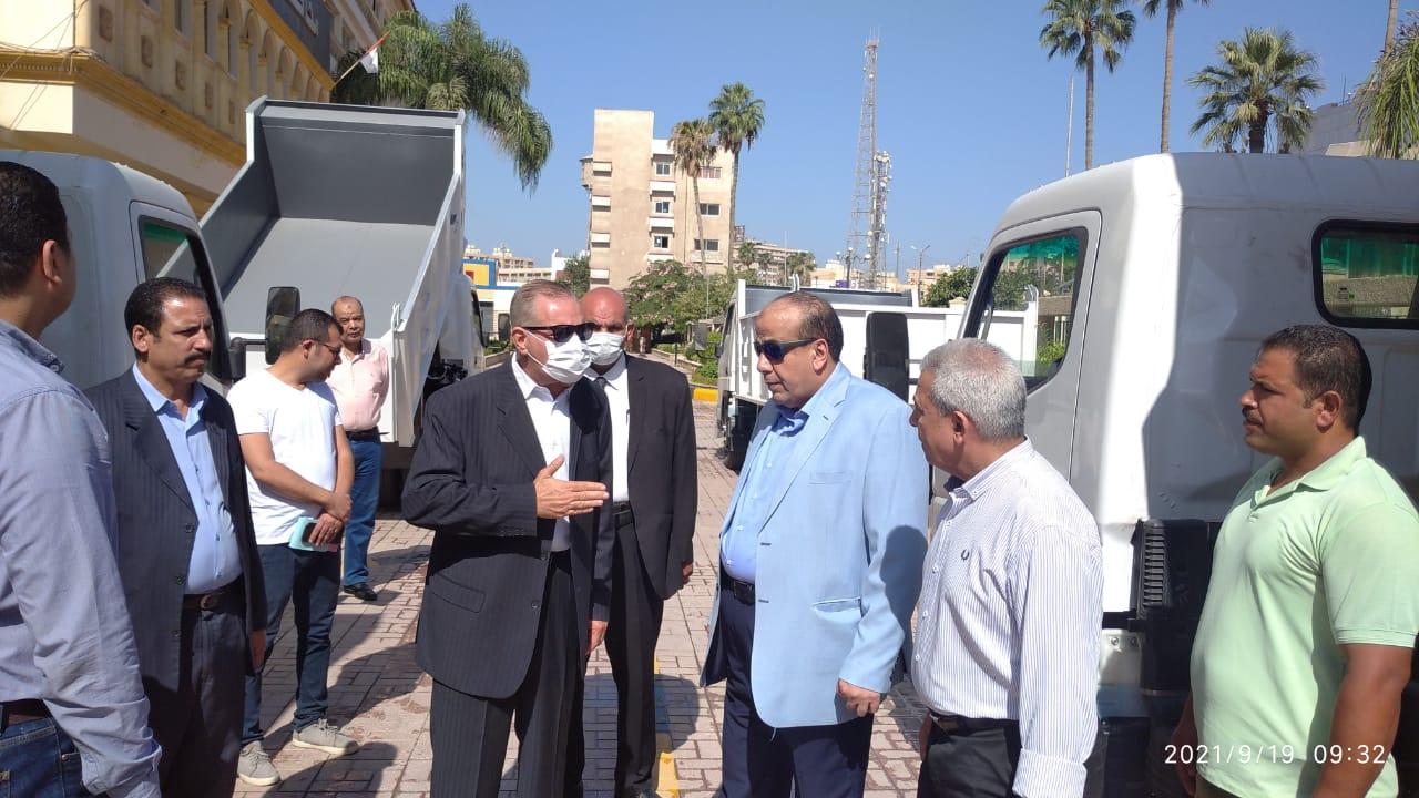 محافظ كفر الشيخ يتفقد الدفعة الثانية من سيارات نقل القمامة سعة  أطنان | صور