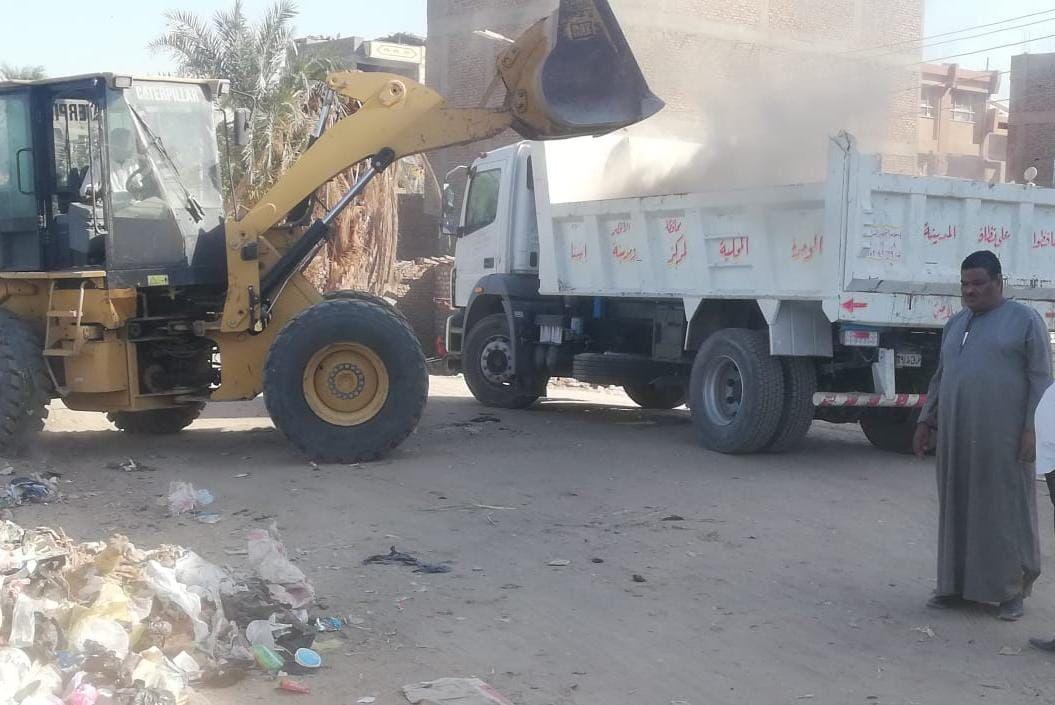 رفع  طن قمامة ومخلفات من شوارع بسيون فى الغربية