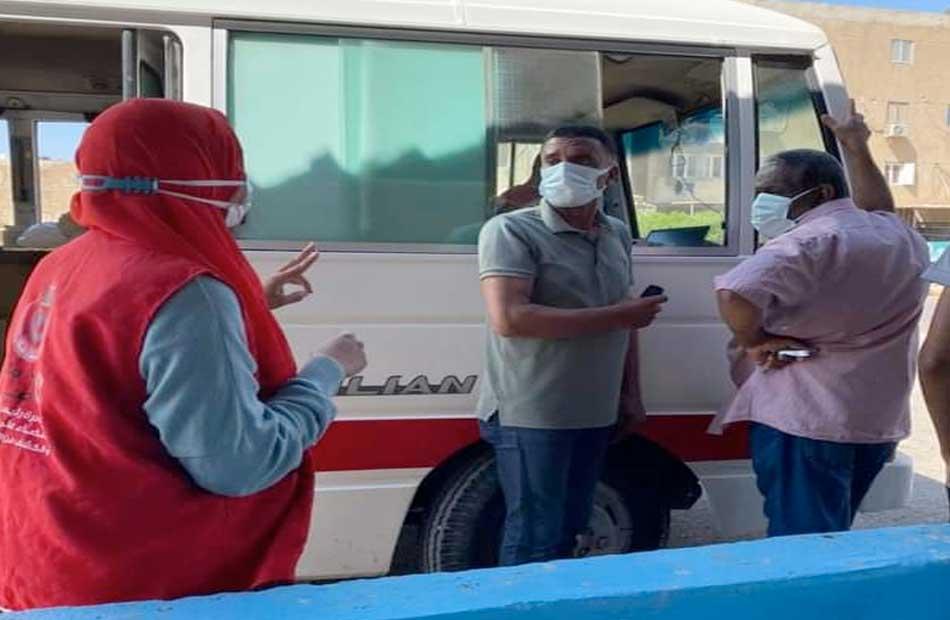 الفرق المتنقلة تواصل تطعيم المواطنين بلقاح كورونا في مدينة رأس غارب   صور